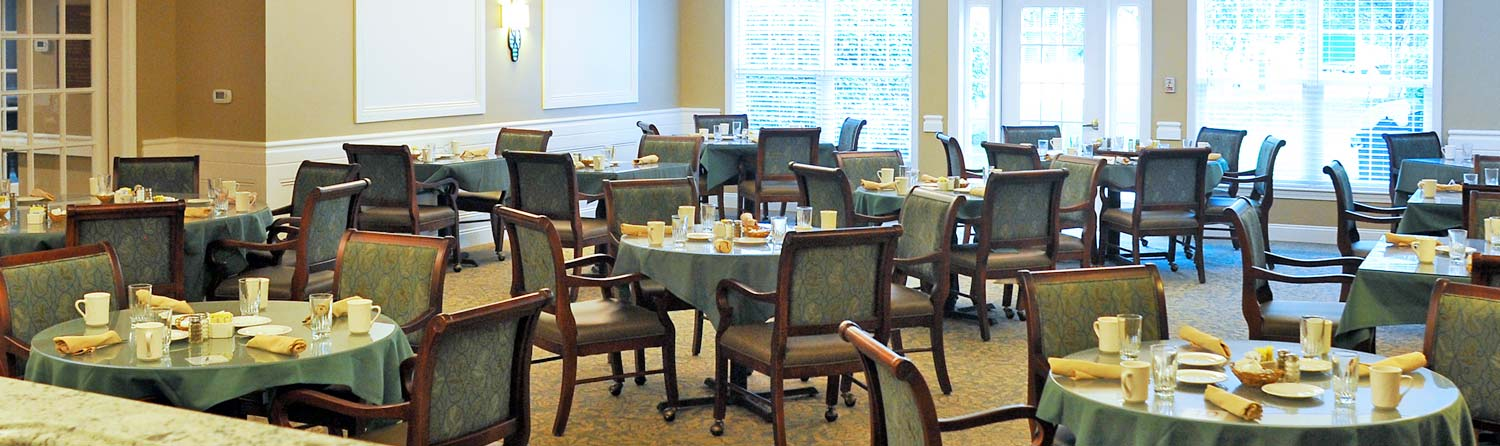 the dining room in Georgia's Restaurant at the Woodlawn Commons senior living community