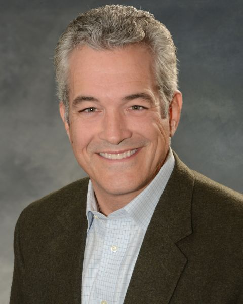 Headshot of renowned personal finance commentator Ray Martin