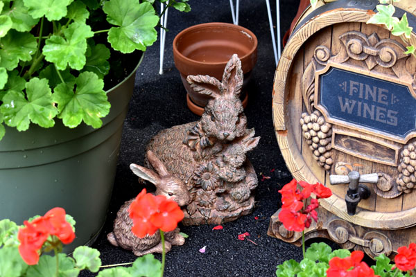 Bunny garden decorations